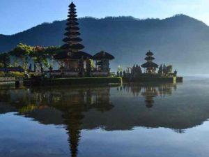 Храм на воде является одной из самых известных достопримечательностей острова