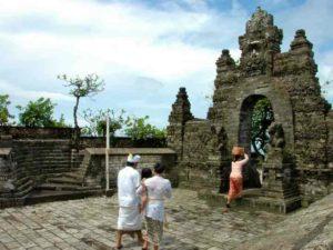Храм расположен на утесе Улувату, в самой южной точке Бали