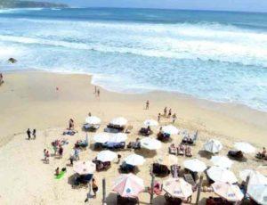 очень популярный пляж для туристов