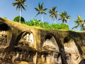 Определенной его особенностью считается возможность посещения внутреннего двора путешественниками