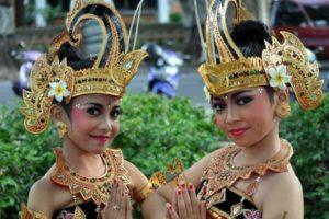 Индонезийский язык вообще нельзя назвать сложным