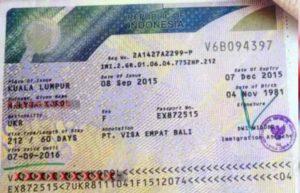 - загранпаспорт, срок действия которого не менее шести месяцев с момента получения,