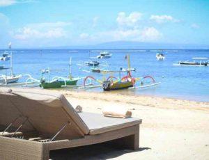 Золотистый бархатистый песок абсолютно несвойственное явление для Бали