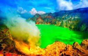 Из-за повышенной кислотности, цвет воды имеет красивый бирюзовый оттенок