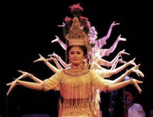 Индонезийский язык состоит из 23 букв и 26 звуков
