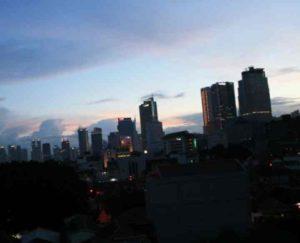 Большая часть жителей Джакарты говорит на индонезийском