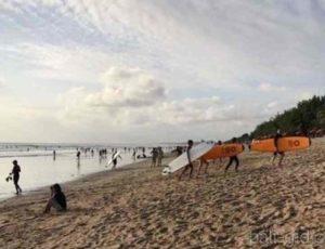 Зато для серферов Легиан – просто рай, часто на пляже проходят соревнования