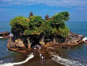 Жители индонезийского острова каждое утро начинают с подношения богам