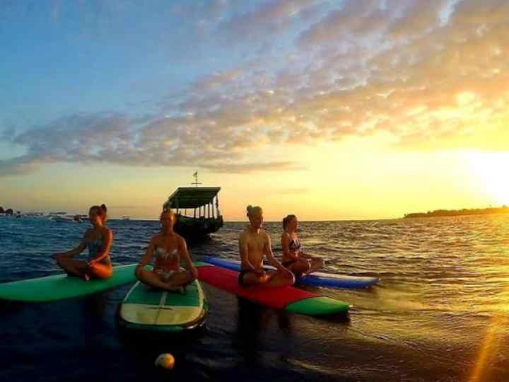 это серф-школа на Бали, в которой работают русские инструкторы